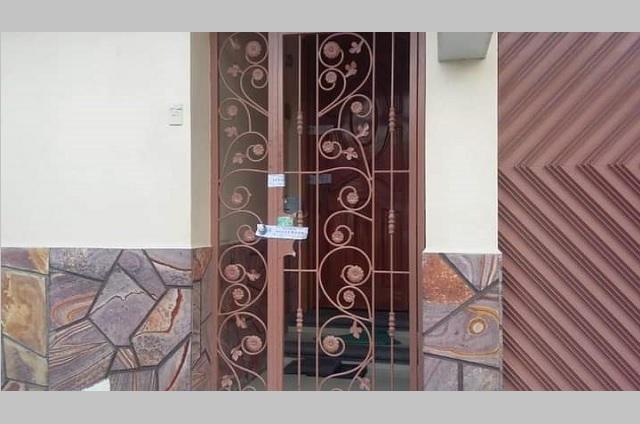 Acusan a hija de edil de Ajalpan por portación de arma y droga