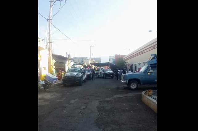 Desalojan a mil 500 comerciantes ambulantes de Ajalpan