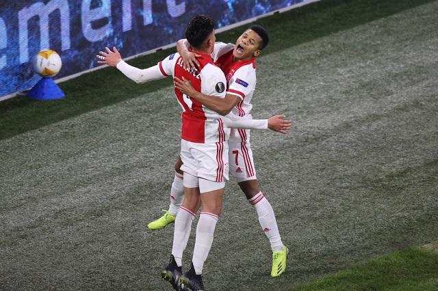 Edson Álvarez y el Ajax amarran boleto a octavos de UEFA Europa League