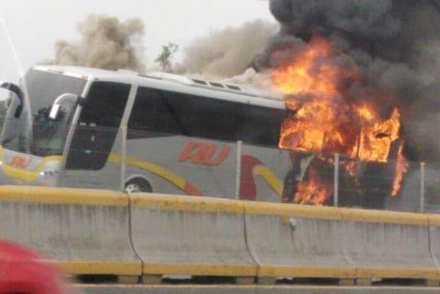 Alarma por incendio de autobús de pasajeros en la México- Puebla