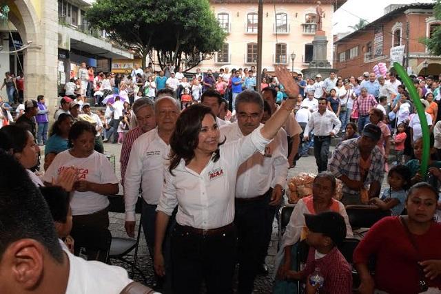Ofrece Alcalá reconstruir el camino que conduce a Pahuatlán