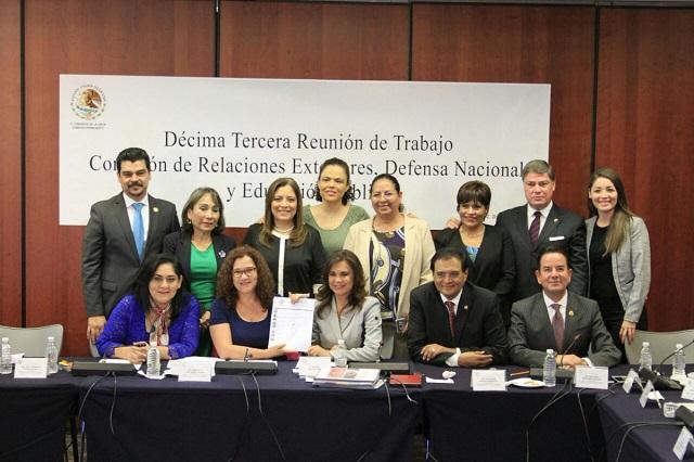 Ratifican senadores a Alcalá como embajadora en Colombia