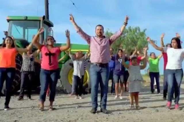 Video: Alcalde de Río Bravo canta I Will Survive, de Gloria Gaynor