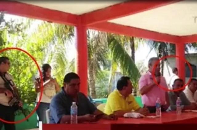 Aspirante a gobernar Acapulco se pasea con escoltas que llevan AR-15