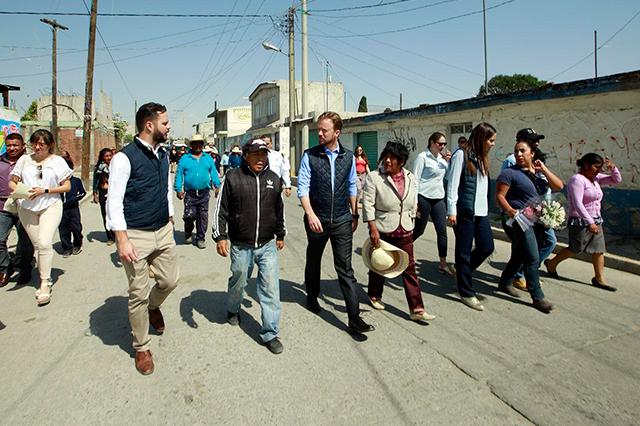 Banck supervisa vialidad y red de alcantarillado en San Miguel Espejo