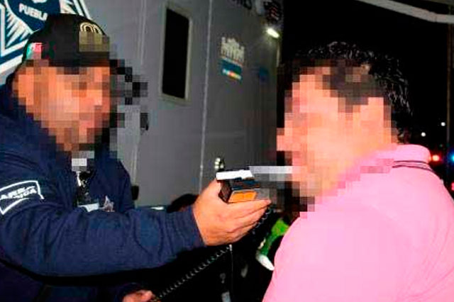 Alcoholímetro en la Recta  a Cholula deja 23 sancionados