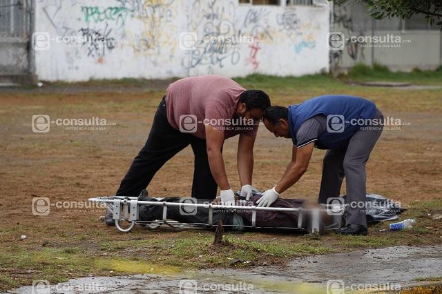 Alcohólico muere en parque de la Popular, en Puebla