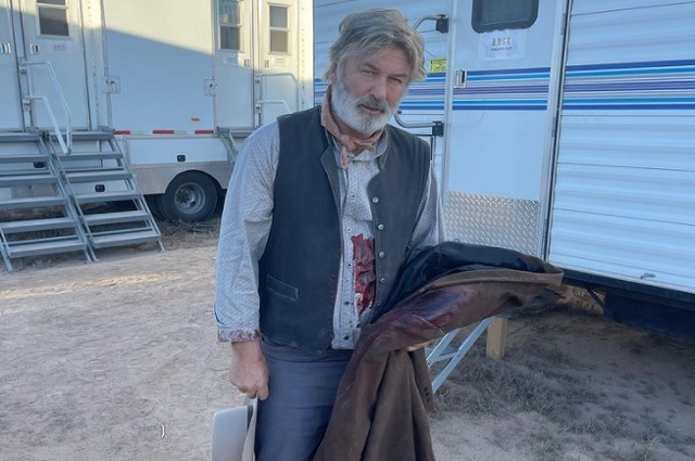 Alec Baldwin mata accidentalmente a mujer durante rodaje de película