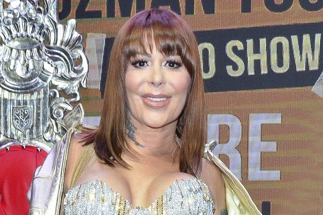 Alejandra Guzmán víctima de crueles comentarios por foto en bikini