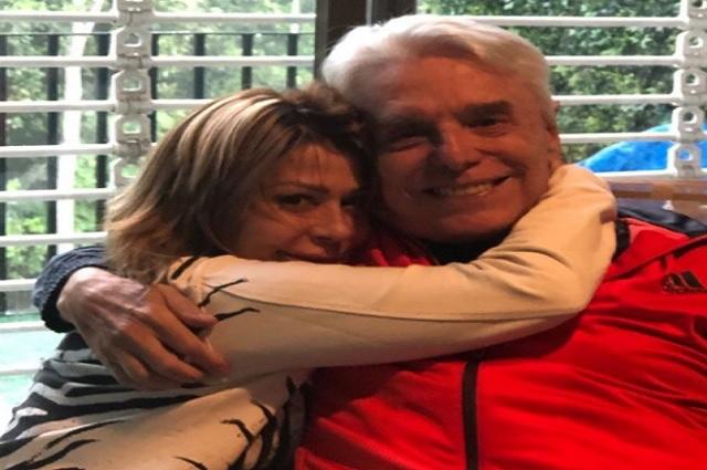 Alejandra Guzmán reitera apoyo a su padre, pese a controversia