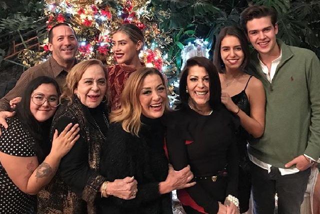 Hijos De Silvia Pinal: Silvia Pinal Y Alejandra Guzmán Juntas En Navidad Sin