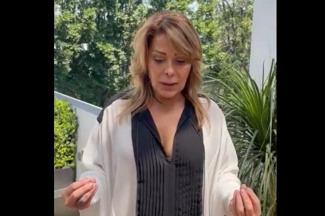 Alejandra Guzmán dice que pondría las manos al fuego por su padre