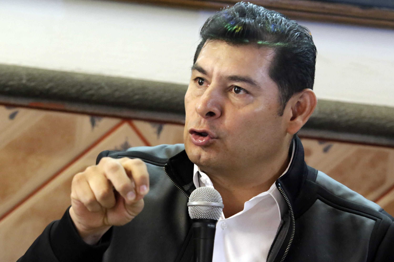 Armenta deja el PRI; combatirá desde Morena corrupción, dice