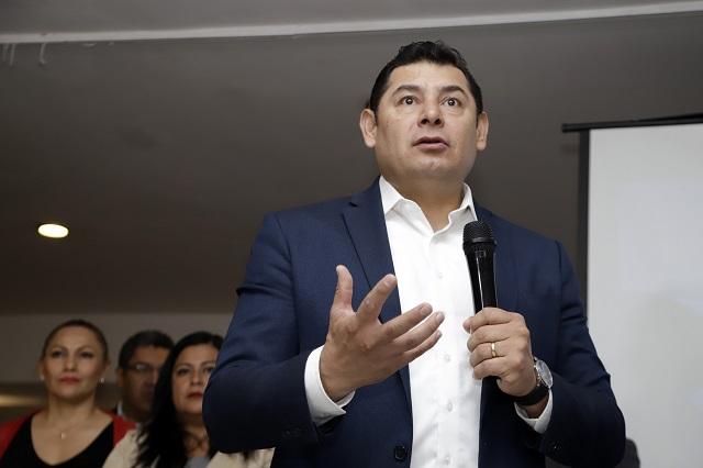 Reaparece Armenta y dice que nunca ofendió a Miguel Barbosa