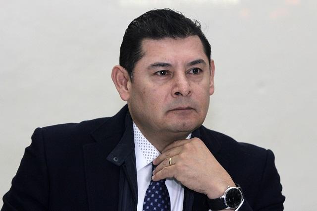 Alejandro Armenta cursa doctorado con cargo al erario