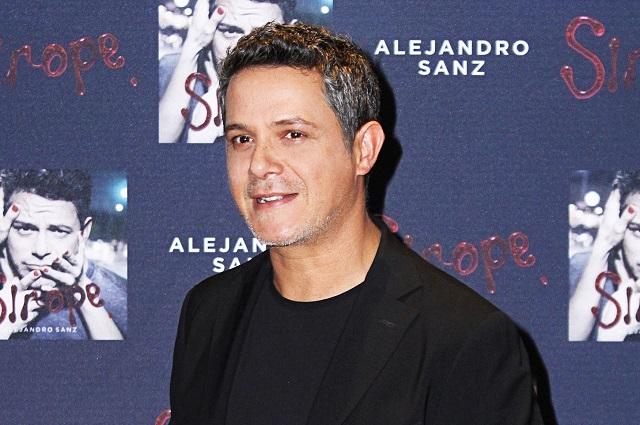 Alejandro Sanz celebra día de Reyes Magos al estilo de Melchor