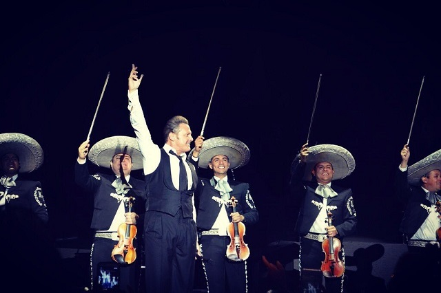 ¿Quién debería alejarse de Luis Miguel por el bien del cantante?