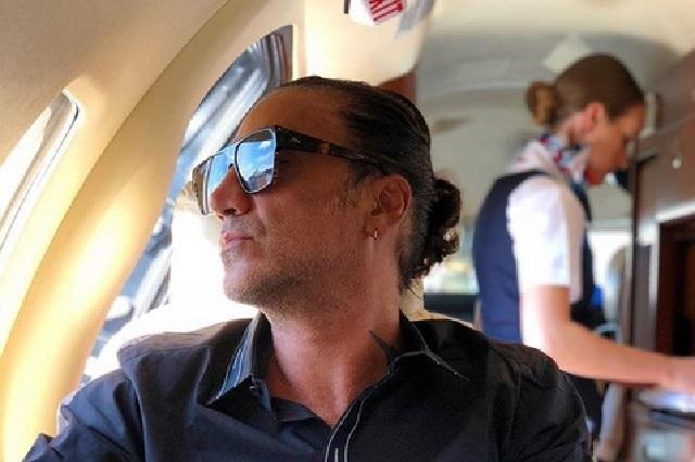 Bajaron a Alejandro Fernández de un avión por ¿causar pánico?