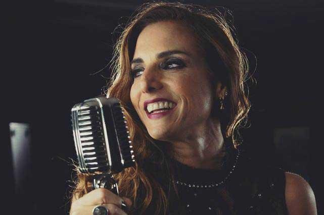La tunden en Facebook: Comparan a ex Timbiriche Alexa con Frankie Rivers