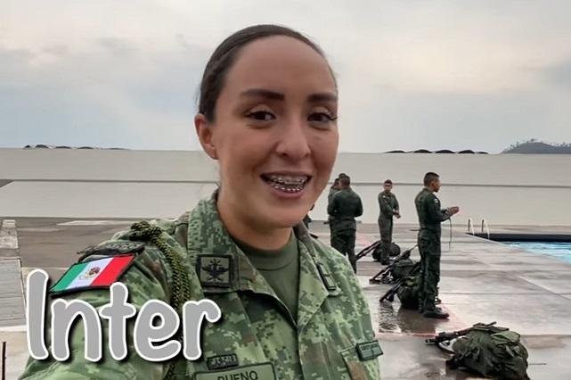 Alexa, la mujer soldado que es una sensación en YouTube por romper esquemas