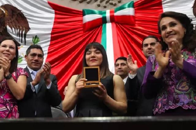 Reconocen a Alexa Moreno con la medalla al Mérito Deportivo
