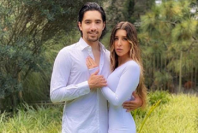 Alex Fernández celebra 10 años de noviazgo con Alexia Hernández