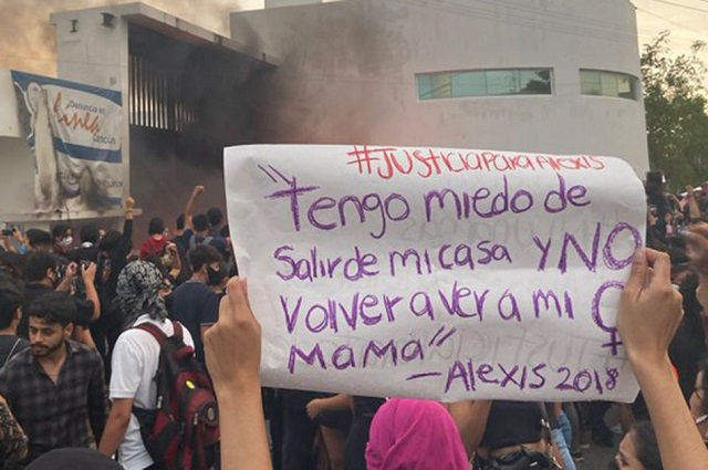 Despiden al jefe de la policía de Cancún por dispersar protesta