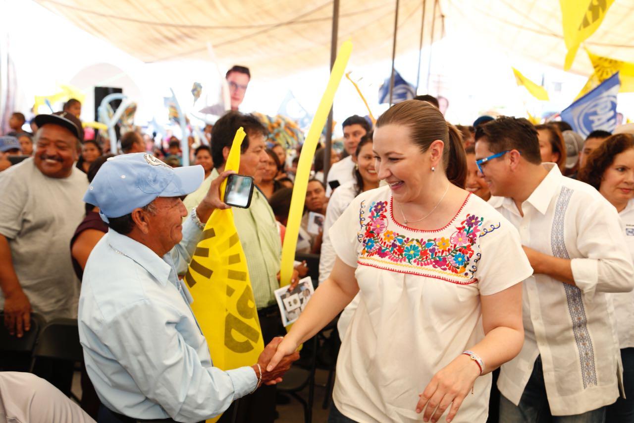 Plantea Martha Erika atender necesidades de familias migrantes