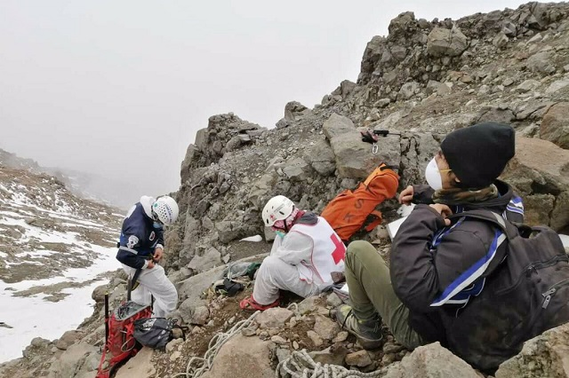 Rescata Cruz Roja cadáver de alpinista en el Iztaccíhuatl