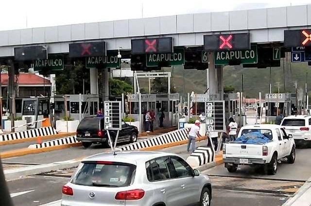 Grupo delictivo patrocina toma de casetas de cobro en Morelos