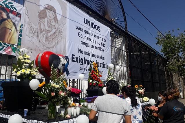 Colocan altar en memoria de madre e hijo asesinados en Atlixco