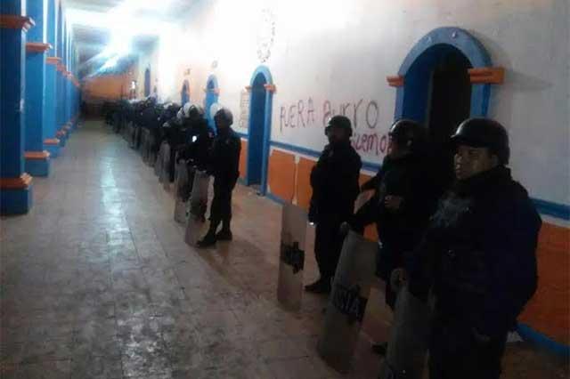 Encierran a edil y 5 policías de Atzitzintla en Cereso de Tepexi