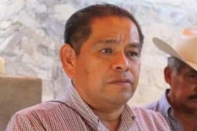 Alcalde de Altepexi adoquina calle que lleva a su rancho