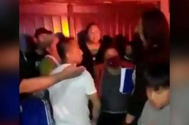 ¡Qué no pare la fiesta! Se enfrentan a policías en Altepexi