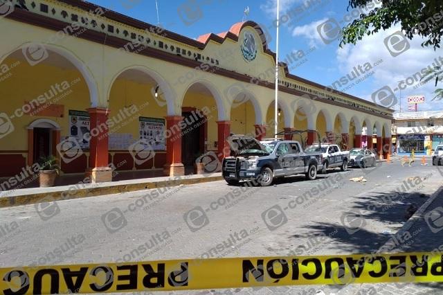 Rocían con ácido a policía y destruyen patrullas en Altepexi