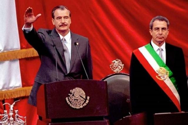 Asegura AMLO que fue una farsa la alternancia de gobierno del 2000