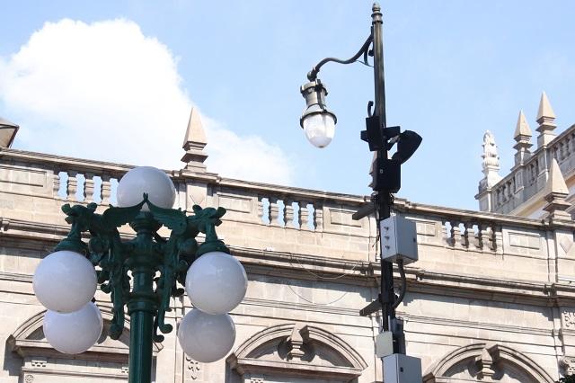 Proveedores de obra pública y ropa, entre aspirantes a iluminar Puebla