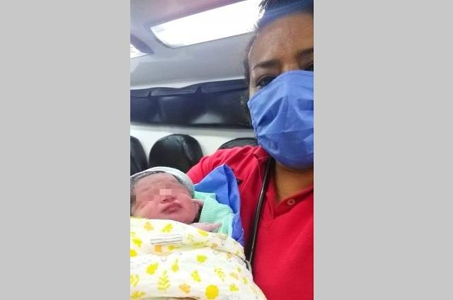 Mujer da a luz en una gasolinera de Tehuacán