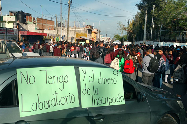 Alumnos del CETIS 104 amenazan cerrar el Bulevar Hermanos Serdán