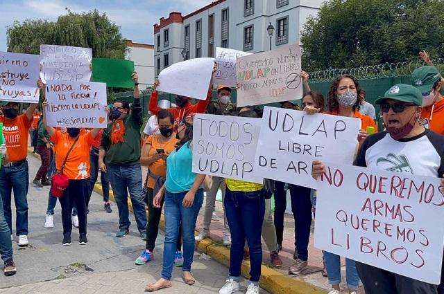 Alumnos de la UDLAP exigen que salgan los policías del campus