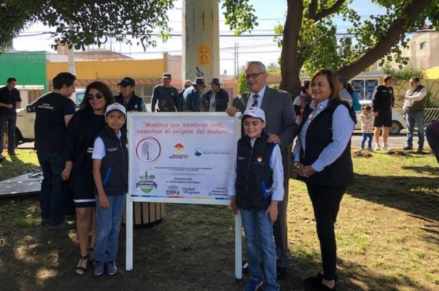 Alumnos del Colegio ADA embellecen camellón en la colonia La Paz