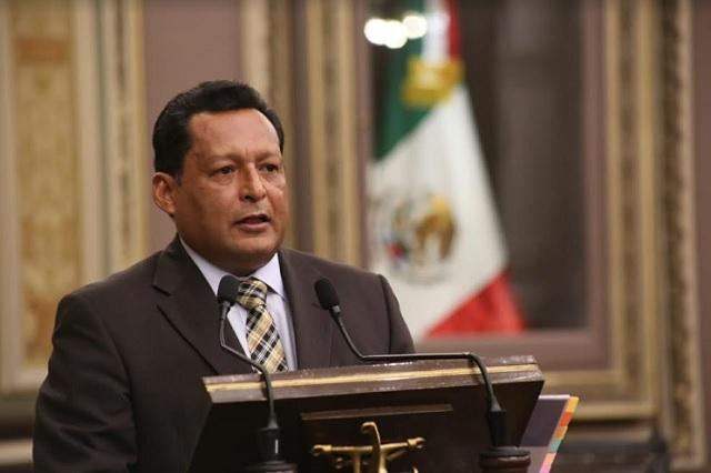 Destaca Ignacio Alvízar avances educativos de Puebla ante diputados