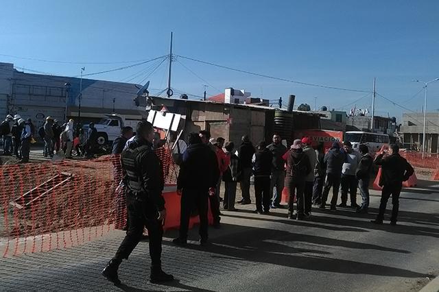 Denuncian inseguridad y bajas ventas por puente de Amalucan