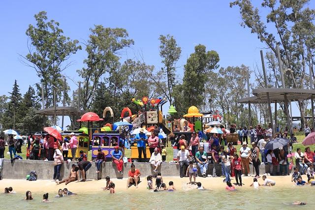 Por labores de limpieza, cierran el lago de cristal del Parque de Amalucan