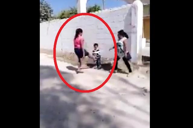 VIDEO: Mujer le da patada al hijo de la amante de su esposo