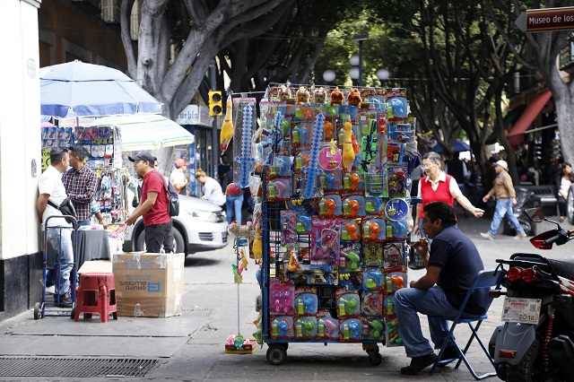 Se apropian ambulantes de nuevas obras en Puebla capital