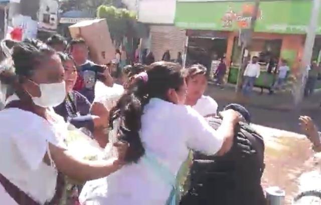 Paro transportista y operativo a comerciantes ahoga a Tehuacán