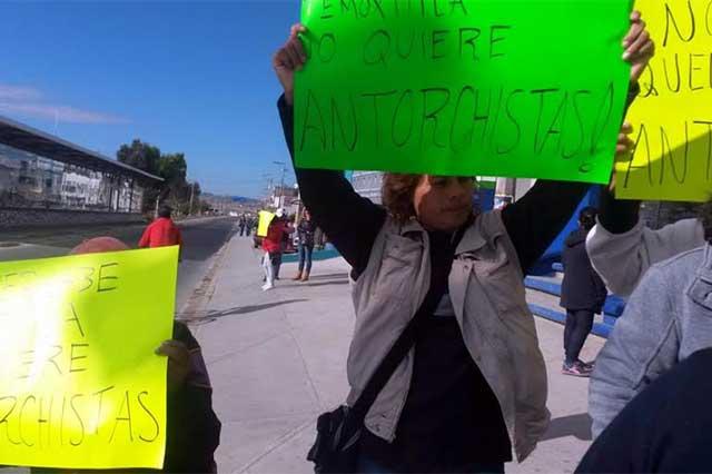 Disputa por espacios para comercio informal paraliza la 11 sur