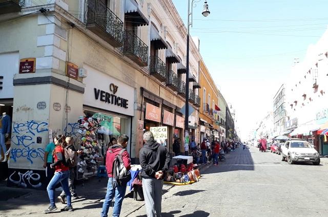 Ambulantes desacatan decreto y venden en el centro histórico