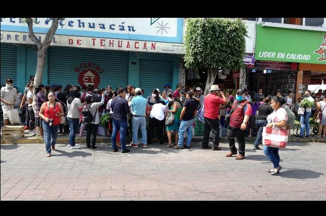 Ambulantes de Tehuacán regalan comida por falta de venta